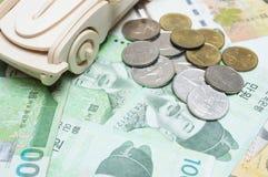 木汽车和韩国金钱 买的概念,租赁, insura 库存图片