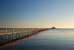 木海洋的码头 免版税库存图片