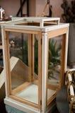 木灯罩或灯笼持有人 免版税库存图片