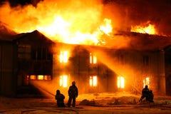 木灼烧的房子 免版税库存照片