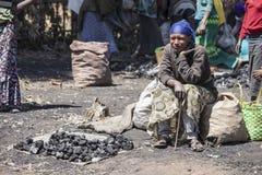 木炭卖主,埃塞俄比亚 图库摄影