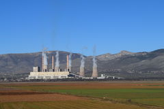 木炭电力生产工厂 免版税图库摄影