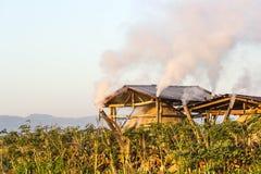木炭的生产的北小屋 免版税库存照片