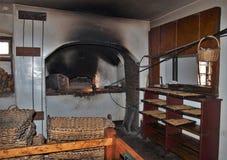 木烤箱在Winkler ` s面包店老萨利姆博物馆&庭院 免版税库存照片