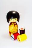 木玩偶日本制造和片盘,颜色毛线 库存照片