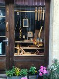 木玩具店商店窗口 免版税图库摄影