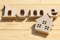 木玩具房子和词 免版税库存照片