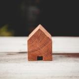 木玩具房子葡萄酒口气  库存照片