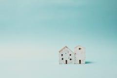 木玩具房子葡萄酒口气  图库摄影