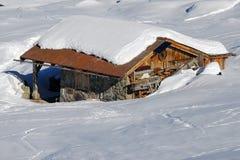 木瑞士山中的牧人小屋的瑞士 库存照片