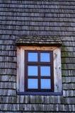 木瓦片的视窗 库存照片