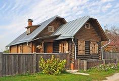 木的乡间别墅 免版税库存照片