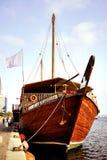 木的单桅三角帆船 图库摄影