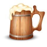 木的啤酒杯 免版税库存图片