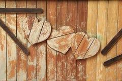 木的壁炉边 库存图片