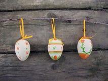 木的复活节彩蛋 免版税库存图片