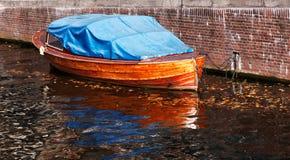 木的小船 免版税图库摄影
