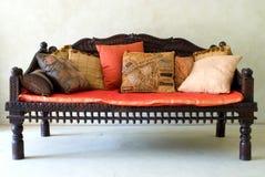 木的沙发 库存照片