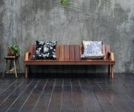 木的沙发 库存图片