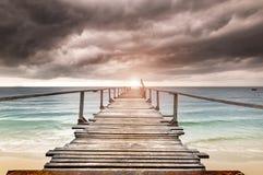 木的海放松桥梁 库存图片
