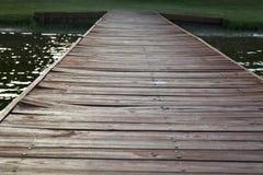 木的码头 免版税库存图片