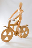 木的自行车骑士 免版税库存照片