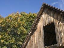 木的谷仓 免版税库存照片