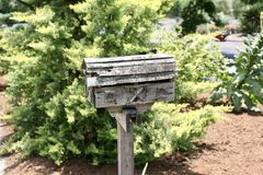木的邮箱土气和 免版税图库摄影