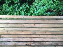 木的长凳 免版税库存图片
