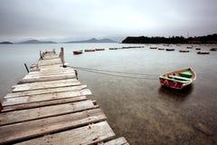 木码头和小船 图库摄影