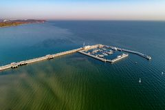 木码头和游艇在索波特波兰 鸟瞰图 免版税库存图片