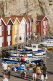 木码头瑞典西海岸的人们 库存照片