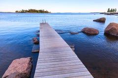 木码头透视, Saimaa湖风景 免版税库存照片