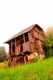 木离开的房子 免版税库存图片