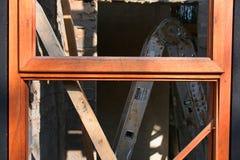 木窗架接近的看法建设中 免版税库存照片
