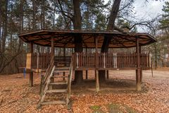 木童话树上小屋 库存照片