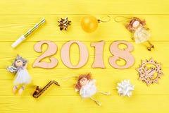 木第2018年和圣诞节装饰品 库存图片