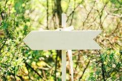 木箭头标志 库存照片