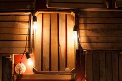 木箱和光装饰在演播室 免版税库存图片