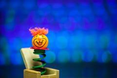 从木箱子的小的小丑惊奇 免版税库存照片