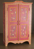木经典的碗柜 免版税库存照片