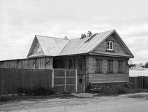 木美丽的房子 免版税库存照片