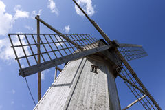 木老的风车 免版税库存照片