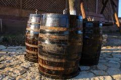 木老葡萄酒桶 免版税库存图片