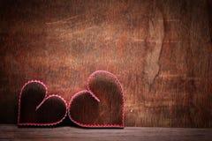 木背景心脏形状爱 图库摄影