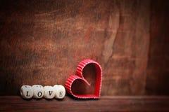 木背景心脏形状爱 免版税库存图片