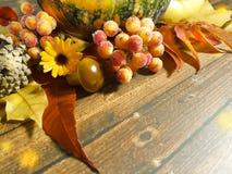 木背景离开苹果南瓜构成秋天11月 图库摄影