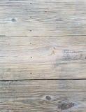 木背景纹理,结,钉子标记,户外桌特写镜头  在水平的对准线的板条表面上 免版税库存照片