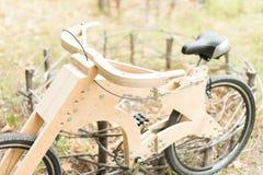 木自行车手工制造从eco材料 免版税库存图片