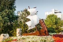 木船在公园 库存照片